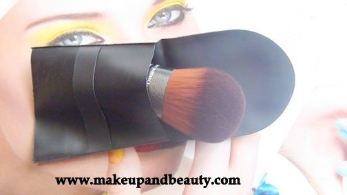 The Body Shop Nature's Mineral Foundation Brush