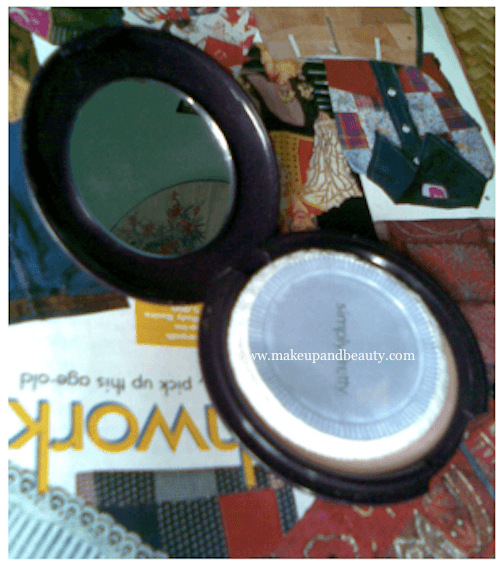 AVON Simply Pretty Shine no more pressed powder