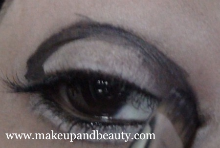 Trace gel liner on the lid