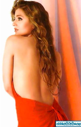 bollywood backless amisha patel