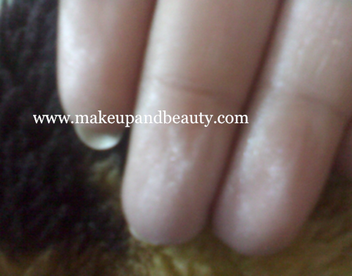 Revlon Skinlights face illuminator on finger tips