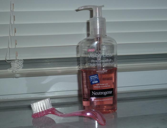 Neutrogena Visibly Clear Pink Grapefruit Facial Cleanser