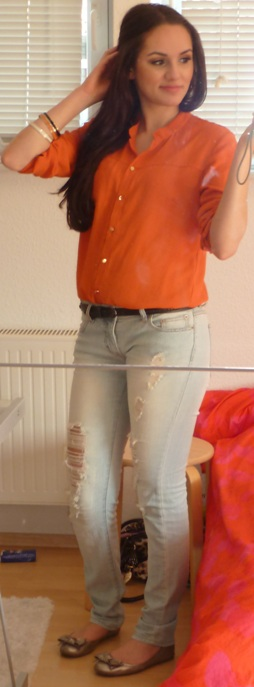 outfit01 Outfit Of The Day – Orange Blouse and Ripped Jeans