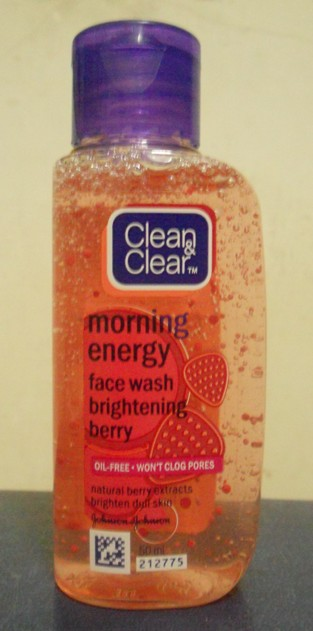 Clean and Clear Morning Energy Face Wash Brightening Berry