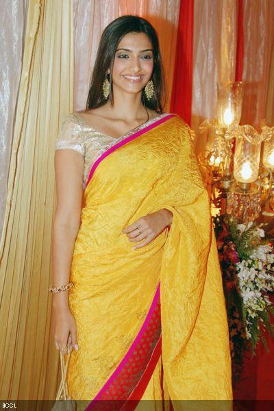 Sonam-Kapoor-at-Sammir-Dattanis-wedding-reception
