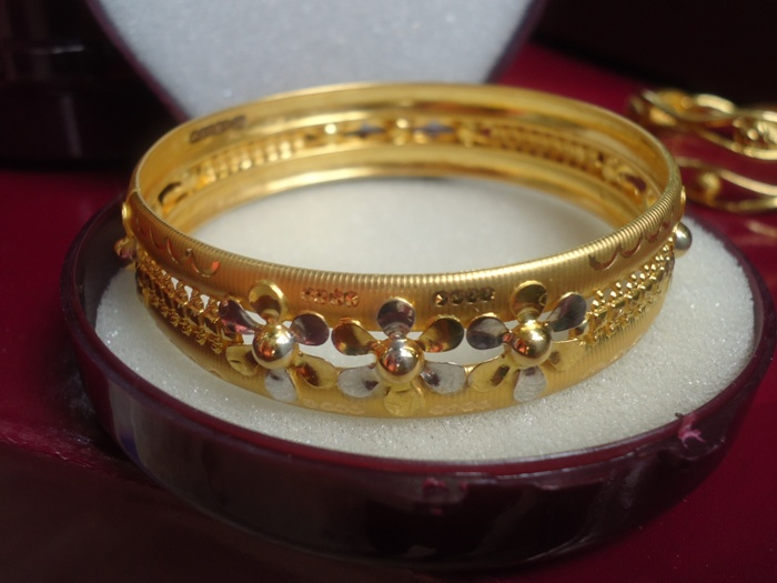 Gold Bangle Designs