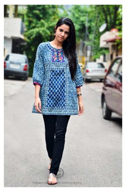 Outfit of the Day Blue Kurti and Silver Kolhapuris