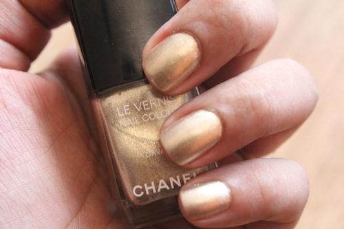chanel diwali nail paint