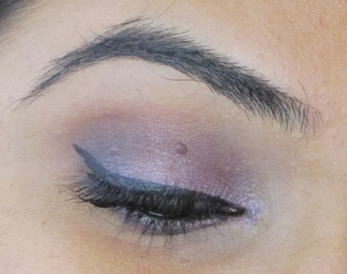Jordana Eyeshadow Pencil in Vivid Lilies 15 - Look2