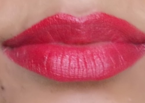 revlon super lustrous love that red lip swatch