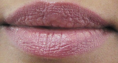 Faces Go Chic Lipstick Glazy Orchid Lip Swatch