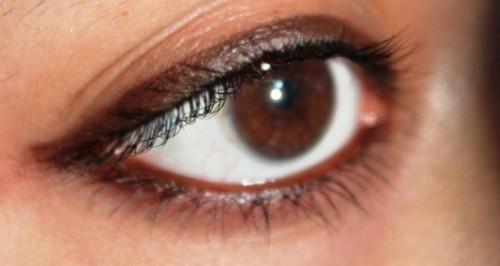 brown kohl eyes
