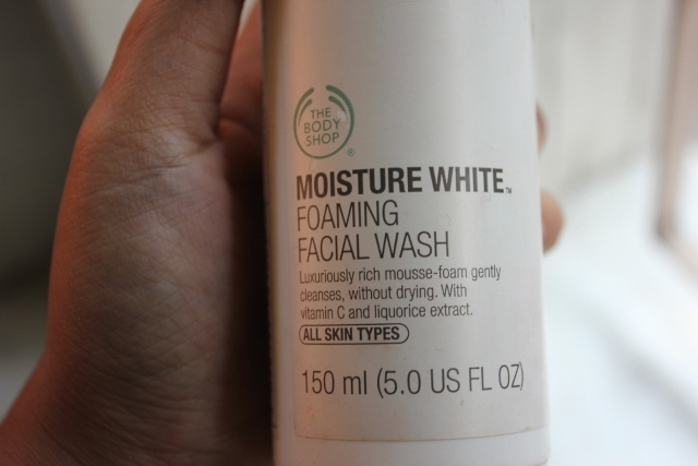 The body shop moisture white foaming facial wash (1)