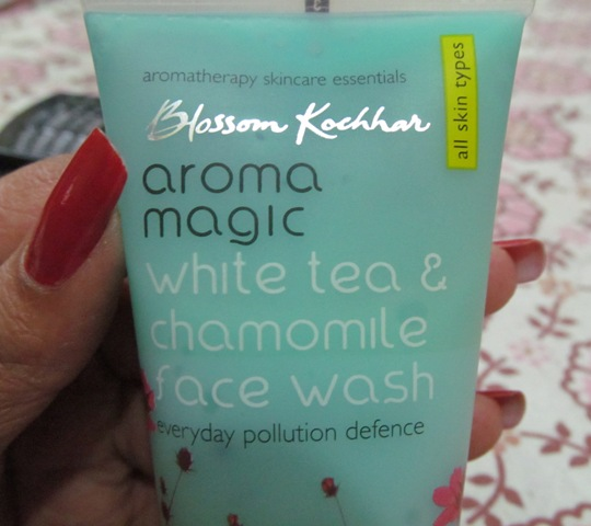 aromamagic white tea and chamomile face wash (6)