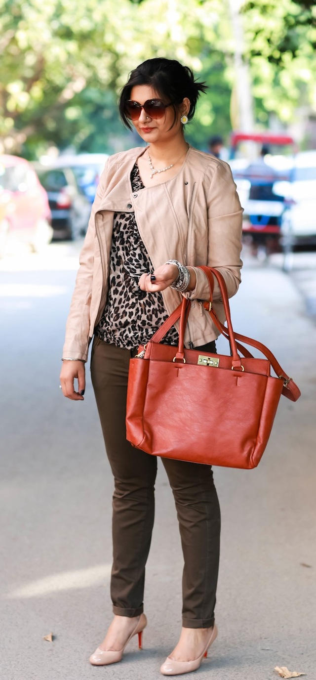 brown trousers outfit