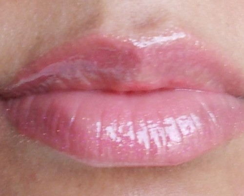 lakme absolute plump & shine lip gloss berry shine (8)