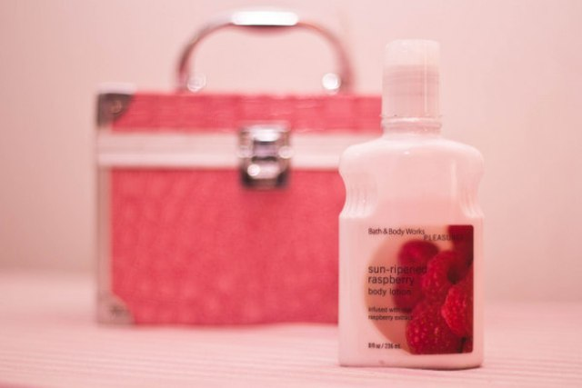 Bath & Body Works Pleasures Classics Sun Ripened Raspberry Body Lotion (4)