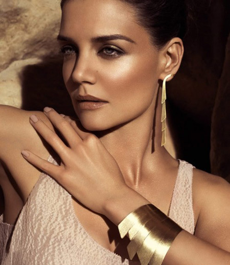 Katie-Holmes-Looks-Flawless-For-H.Stern-Jewelry-Campaign