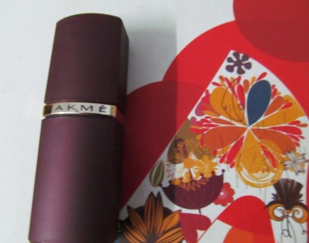 Lakme Enrich Satin-352 cherry (6)