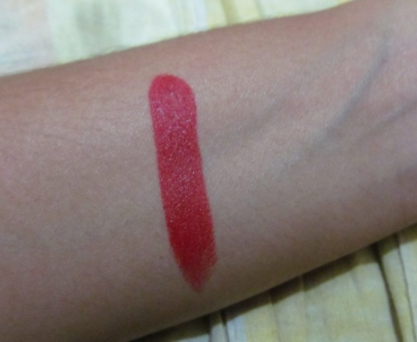 Lakme Enrich Satin-352 cherry swatch