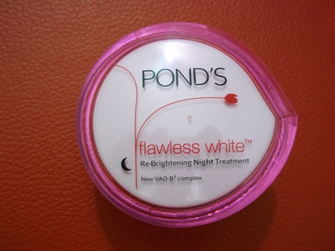 Pond's+Flawless+White+Re+Brightening+Night+Treatment+Review