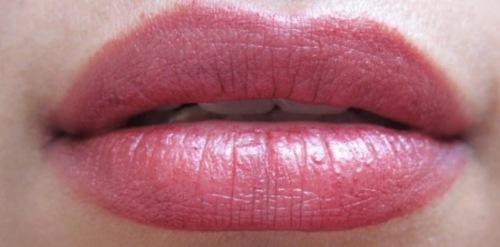 maroon-pink lips