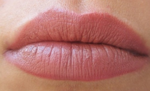 pink lips4 Maybelline Super Stay 14 Hr Lipstick Lasting Chestnut # 45 Review