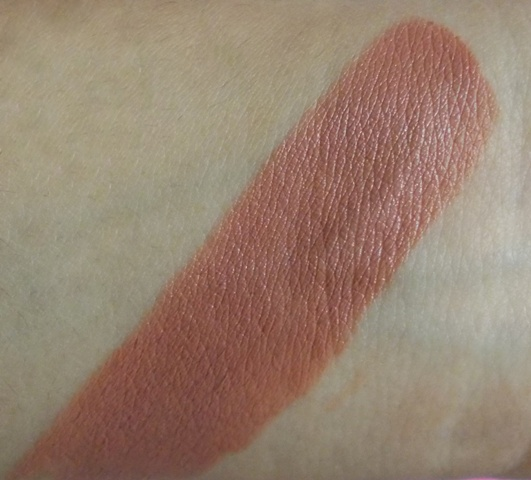 Diana of London pure addiction lipstick soft caramel (7)