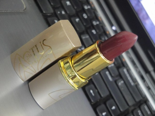 Lotus herbals pure colors lipstick Rose Madder (3)