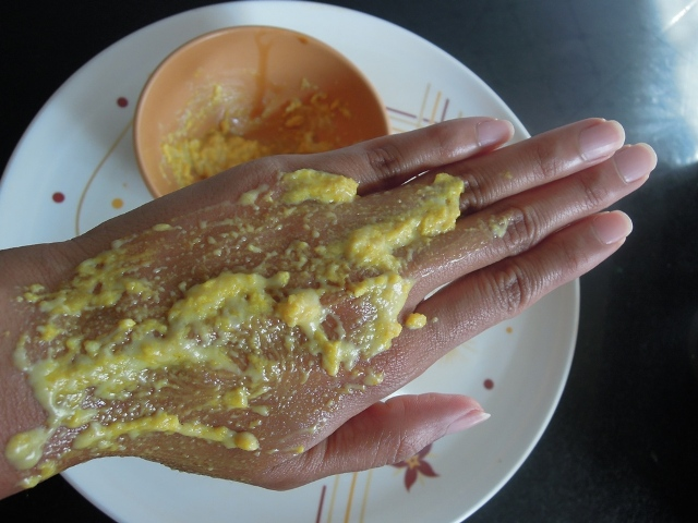 Moisturizing Hand Treatment for Dry Hands DIY (7)