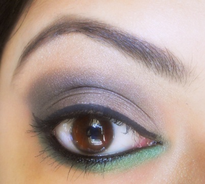 Smokey+Dark+Grey+and+Green+Eye+Makeup+Tutorial Smokey Dark Grey and Green Eye Makeup Tutorial