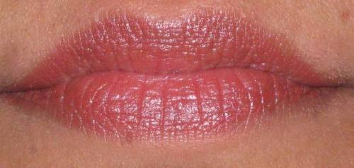 Streetwear Color Rich LIpstick Pink Currant lips swatch (2)