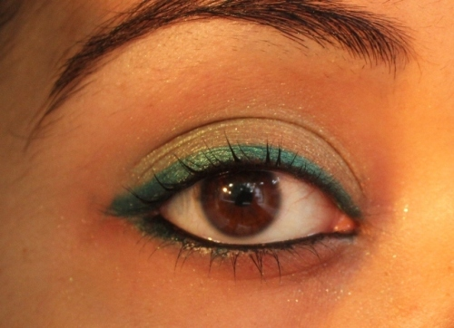 Turqioise eye makeup