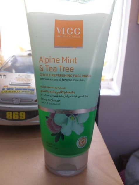 VLCC+Alpine+Mint+and+Tea+Tree+Gentle+Refreshing+Face+Wash+Review