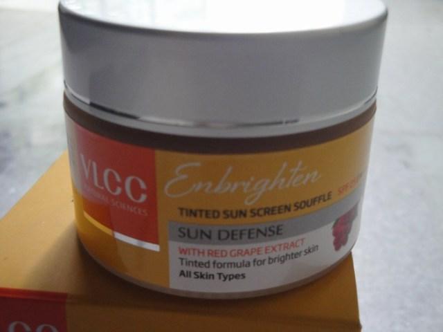 VLCC Enbrighten Tinted Sunscreen Souffle (5)