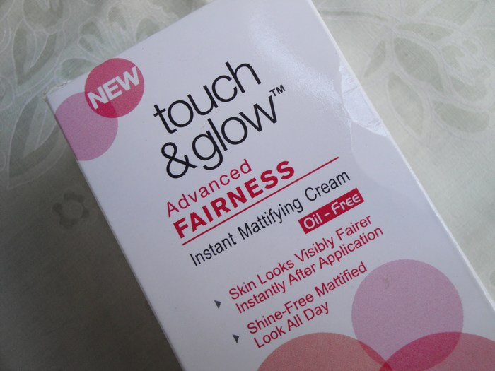 Revlon Touch and Glow Advanced Fairness Instant Mattifying Cream