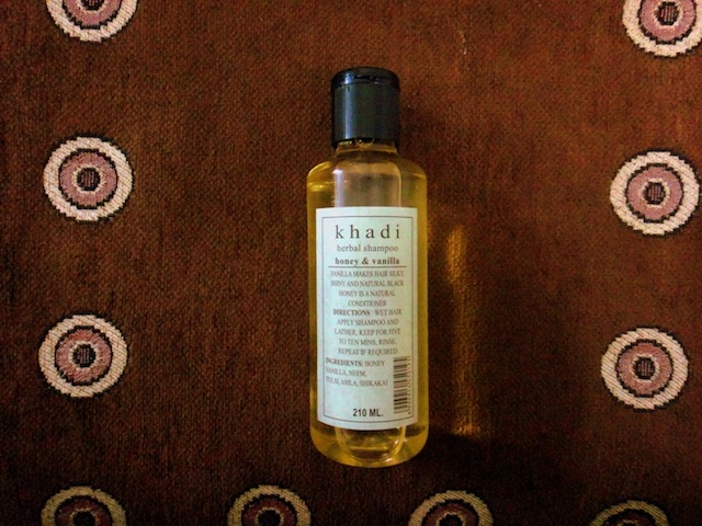 khadi honey vanilla herbal shampoo