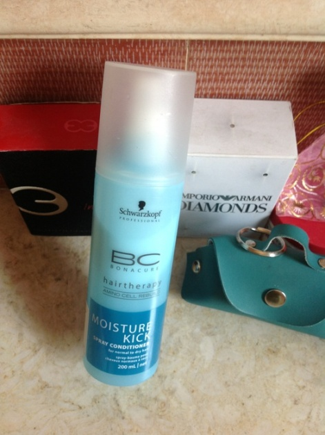 Schwarzkopf+Bonacure+Moisture+Kick+Spray+Conditioner+Review