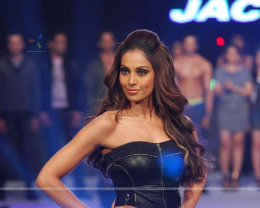 Bipasha Basu on Vero Moda show at Mahalaxmi race course