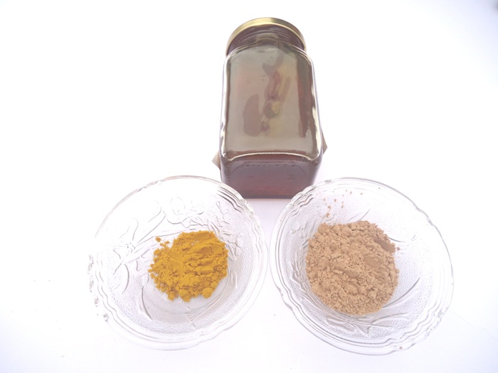 Homemade Sandalwood and Turmeric Face Pack 2