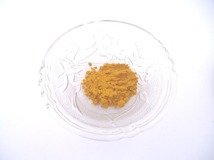 Homemade Sandalwood and Turmeric Face Pack 4