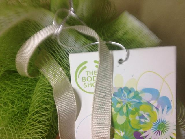 The Body Shop Ultra-Fine Bath Lily in Olive Green  (11)