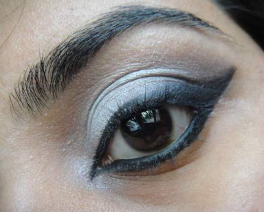 Dramatic+Silver+and+Black+Winged+Eye+Makeup+Tutorial