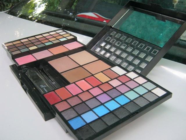 E.L.F. Studio 83 Piece Essential Makeup Collection  (2)