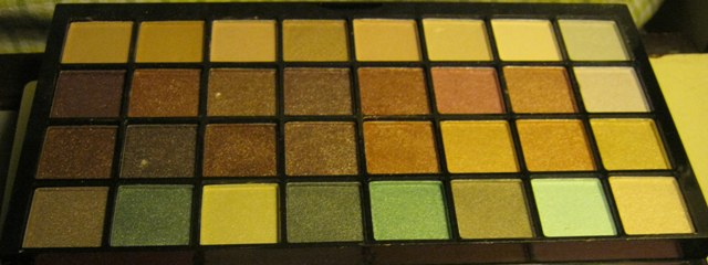 E.L.F. Studio 83 Piece Essential Makeup Collection  (9)