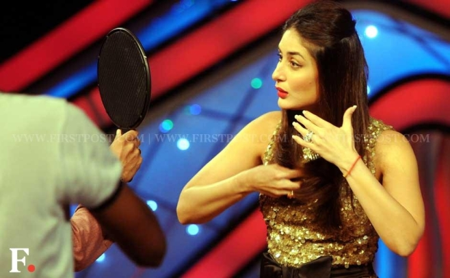 Kareena Kapoor doing makeup