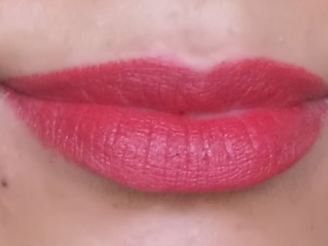 Lakme Absolute Creme Lipstick Runway red (11)