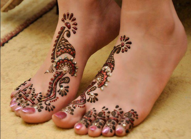 Glitter Mehendi Designs for Feet