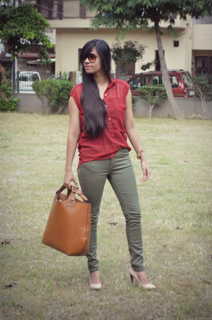 khaki and maroon outfit 1