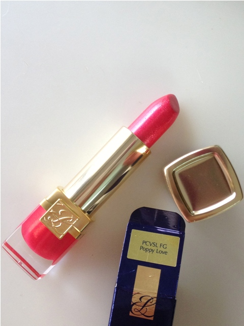Estee Lauder – Pure Color Vivid Shine Lipstick – Poppy Love (7)